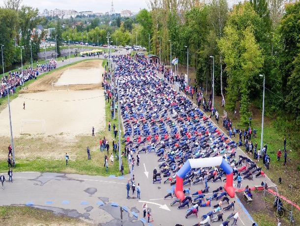 «Упал, отжался!» - В Тамбове одновременно отжались больше тысячи спортсменов