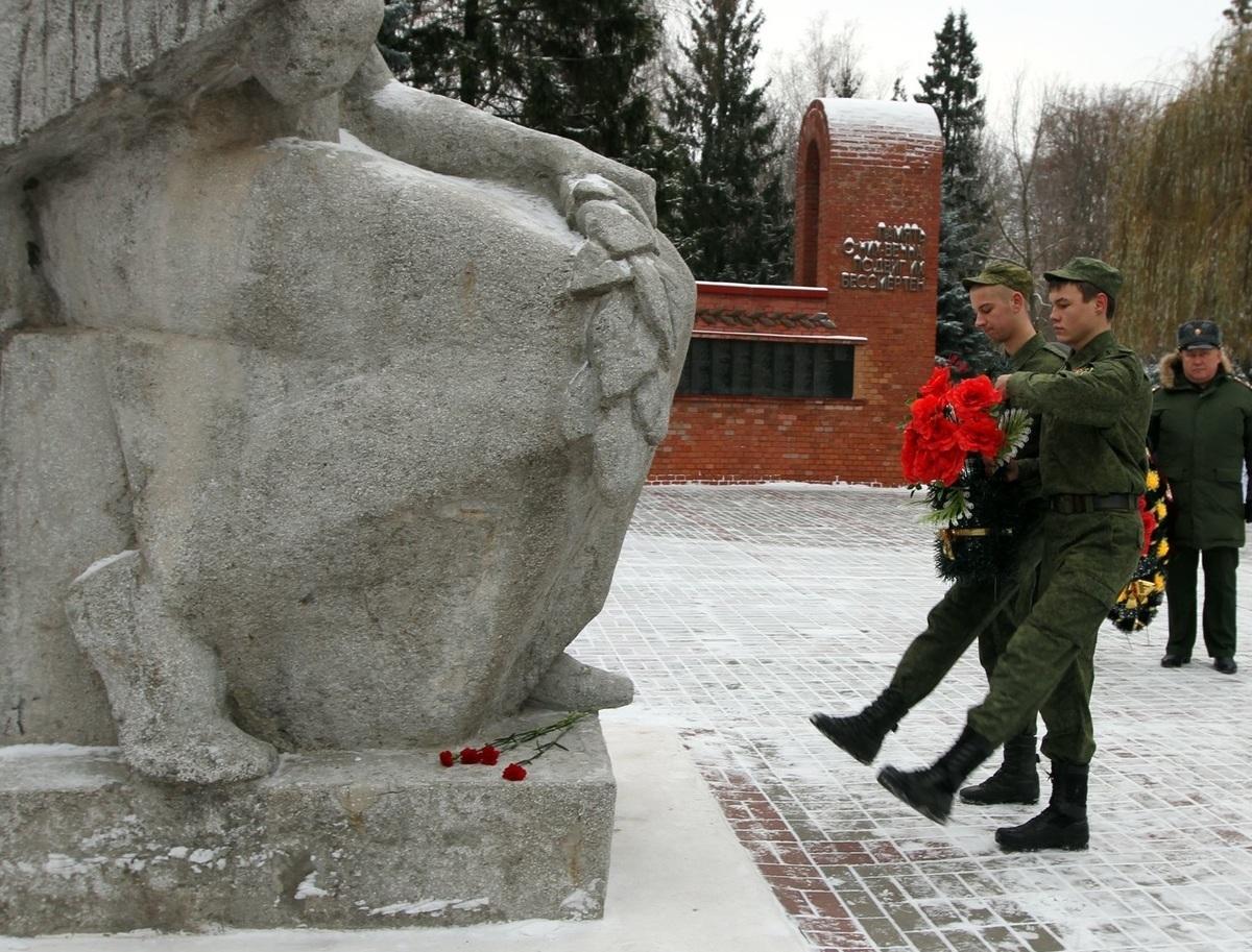 Помолчим в честь Дня памяти неизвестного солдата