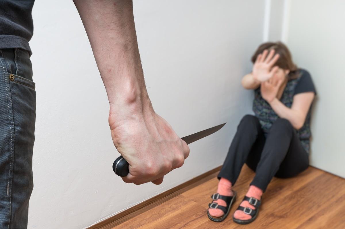 Изнасиловал под угрозой ножа: стали известны подробности происшествия на Магистральной
