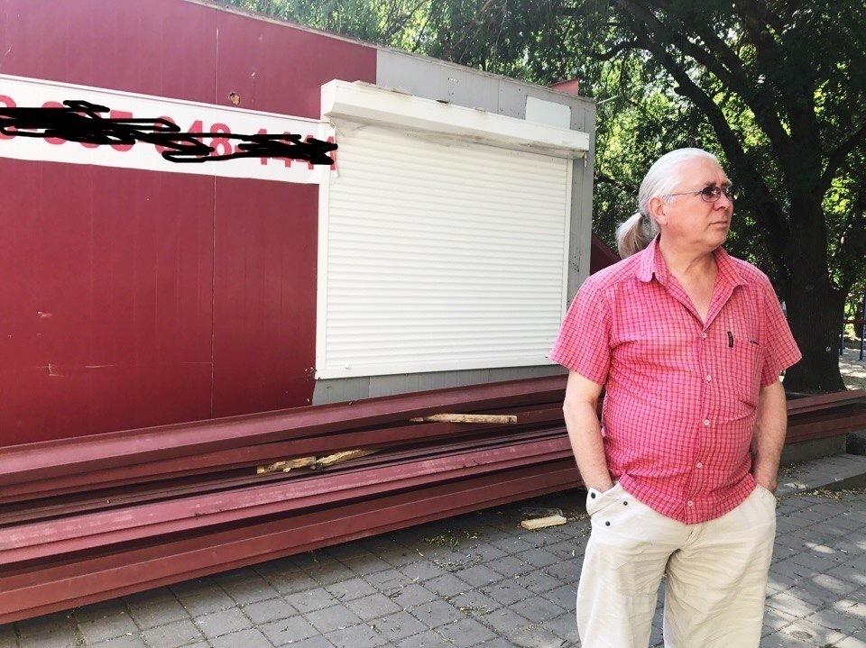 Жители возмущены строительством ларька под окнами многоэтажки