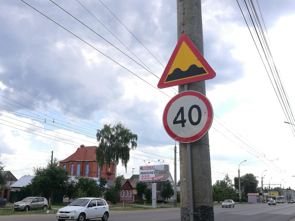 Здесь подпрыгивают даже автобусы: асфальтовая «ступенька» на Астраханке «напрягает» автомобилистов