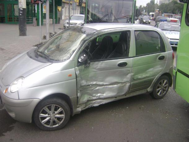 В результате столкновения «Дэу Матиз» и автобуса пострадали несовершеннолетние