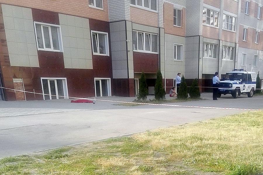 Четырехлетняя девочка выпала из окна многоэтажки на Свободной