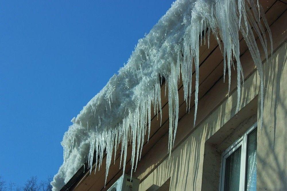Сосульки и снег на крышах домов не беспокоили УК «ТИС». Зато обеспокоили прокуратуру