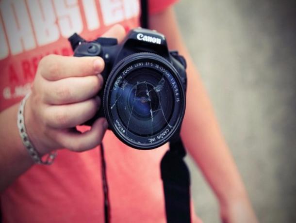 Мужчина украл фотоаппарат, чтобы продать его и отметить день рождения