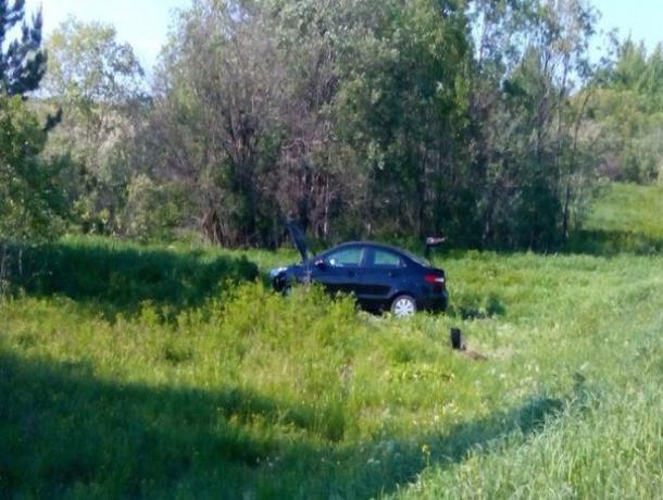 Пьяный водитель в угнанном автомобиле не справился с управлением и съехал в кювет
