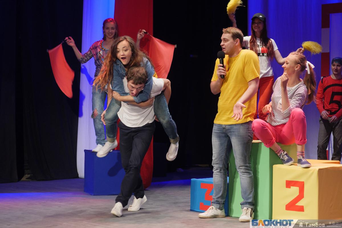 Молодёжный театр готовит шоу-комедию о первой любви.